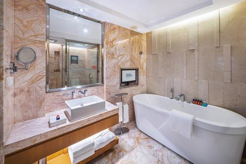 A bathroom at Galaxy minyoun Chengdu Hotel