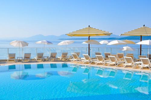 The swimming pool at or close to TUI BLUE Makarska