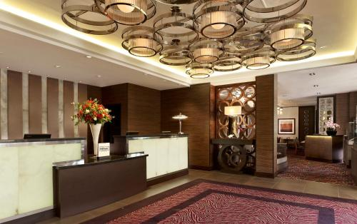 The lobby or reception area at DoubleTree by Hilton London Victoria