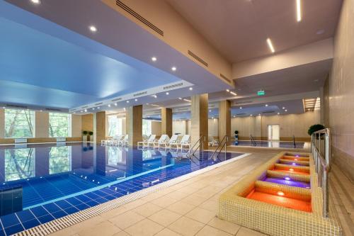 The swimming pool at or close to Amaks Resort Novaya Istra