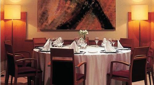 Un restaurante o sitio para comer en Lobios Caldaria Hotel Balneario