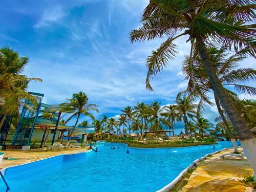 A piscina localizada em Hotel Parque das Fontes ou nos arredores