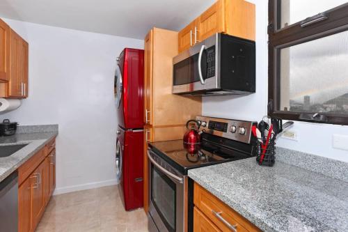 A kitchen or kitchenette at Waikiki Skytower #2102