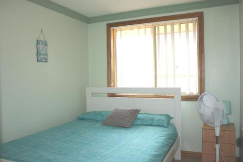 A bed or beds in a room at Birchgrove Terrace, Unit 6, Recreation Lane, Tun