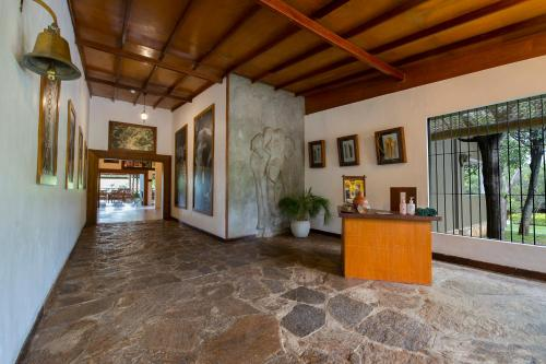 The lobby or reception area at Kalu's Hideaway Udawalawe