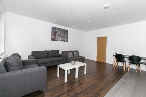 A seating area at Modern Apartment 1mins Tube Station Sleeps 6