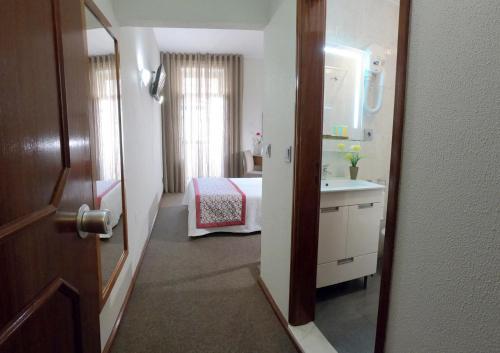 Un ou plusieurs lits dans un hébergement de l'établissement Lusitana Hotel