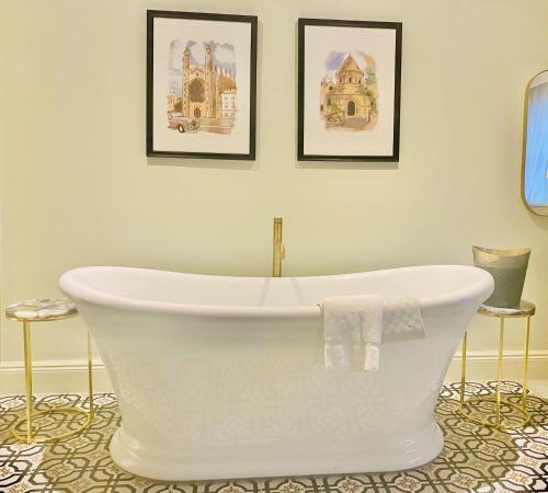 Ванная комната в Gonville Hotel