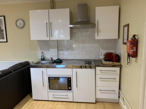 A kitchen or kitchenette at Southernwood - Studio 1