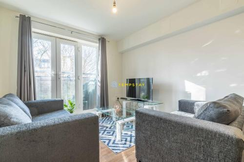 1 Bed Corporate stay-WALK TO STATION-LONDON 18 MIN