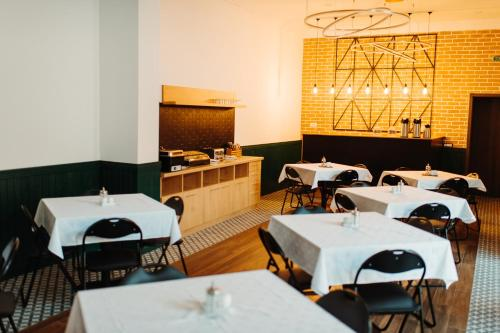 A restaurant or other place to eat at Roa Guesthouse
