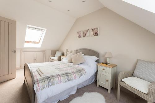 A bed or beds in a room at The Loft