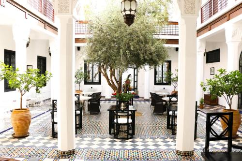 A restaurant or other place to eat at Riad Bellamane & Spa