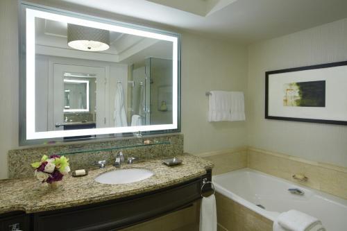 A bathroom at Four Seasons Hotel Las Vegas