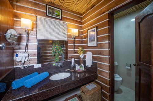 A bathroom at Daluyon Beach and Mountain Resort