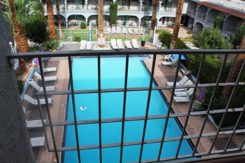 A view of the pool at Shalimar Hotel of Las Vegas or nearby