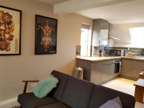 Adjacent Nottingham City Centre Coach Houses, Sleeps 16, Parking