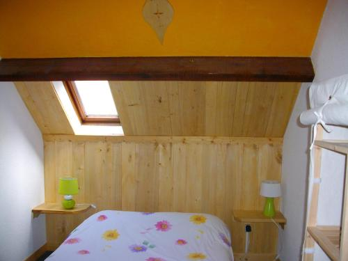 A bed or beds in a room at Auberge La Soulan