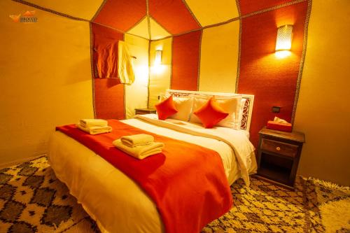 Cama ou camas em um quarto em Sirocco Luxury Camp