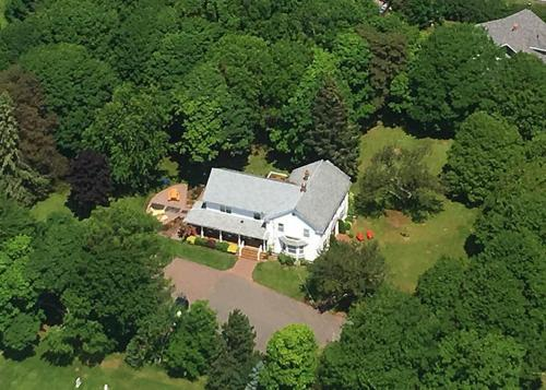 A bird's-eye view of Warm House Retreat Bed and Breakfast