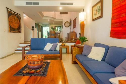 A seating area at Playa Coco Townhomes