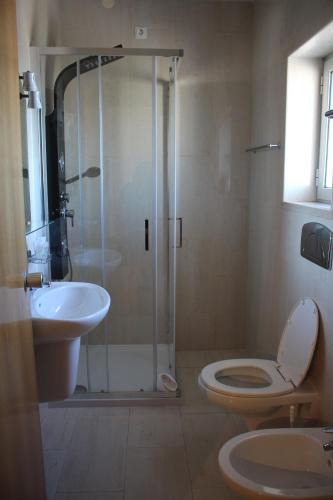 Uma casa de banho em Hotel Solar da Charneca