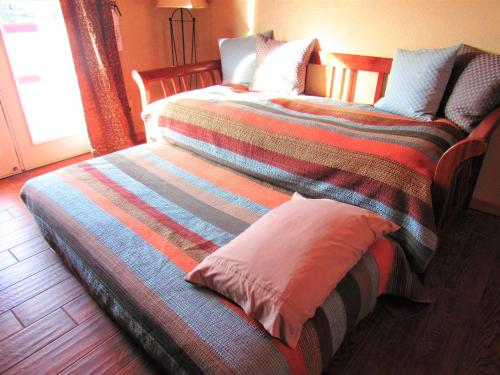 A bed or beds in a room at Trapper's Rendezvous