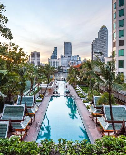 A view of the pool at The Peninsula Bangkok or nearby