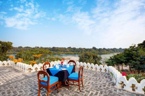 A restaurant or other place to eat at Bundelkhand Riverside