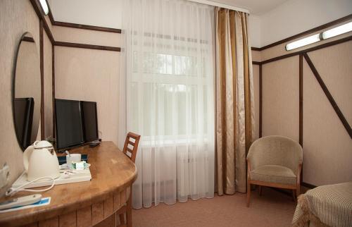 Телевизор и/или развлекательный центр в Парк отель Мечта