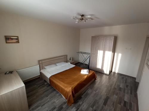 A bed or beds in a room at Квартира на Арбузова в Академгородке, WI-FI