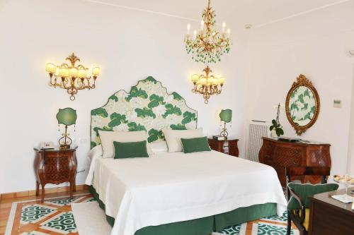 A bed or beds in a room at Buca Di Bacco