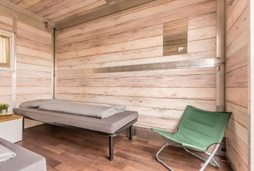 Ein Sitzbereich in der Unterkunft Hannover Messe Camp