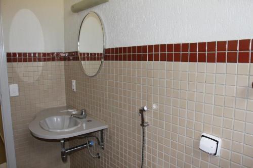 A bathroom at Paradise Inn Hotel