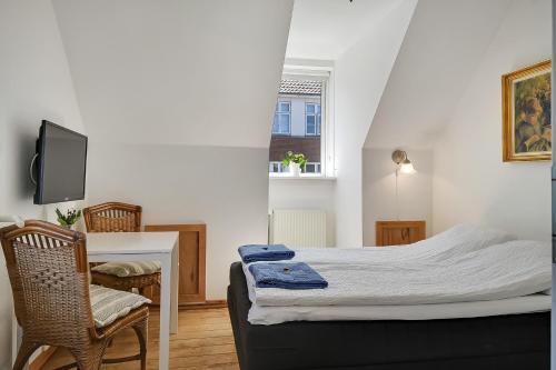En eller flere senge i et værelse på Sweethome Guesthouse