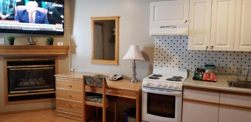 A kitchen or kitchenette at Athabasca Lodge Motel