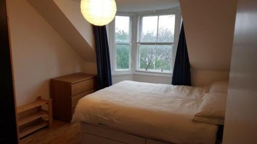 Beautiful king room in Leith Walk