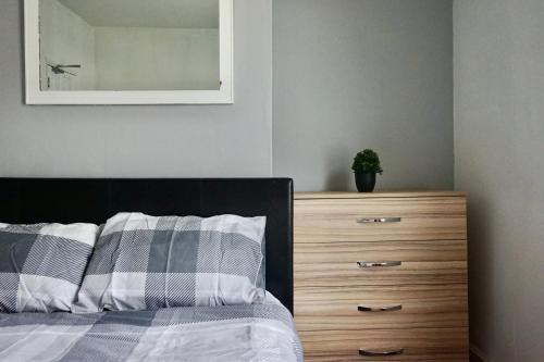 Remodeled 4 Bedroom House in Bedford