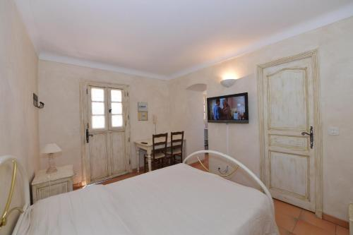 Un ou plusieurs lits dans un hébergement de l'établissement Les Lauriers Roses