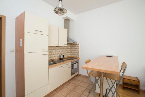 A kitchen or kitchenette at Astra Apartments