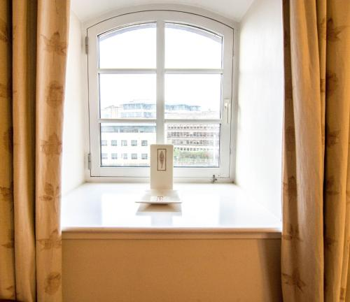 241 Fabulous three bedroom apartment on the second floor with parking