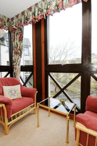 234 Charming 3 bedroom riverside duplex with parking in Edinburgh's historic Dean Village