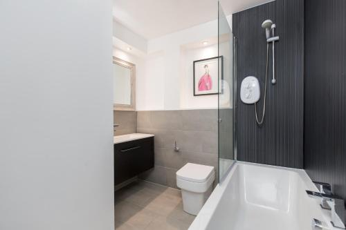 415 Lovely and central 2 bedroom apartment with secure parking