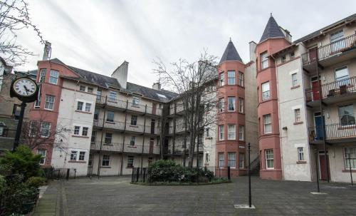 419 Luminous 2 bedroom apartment in the heart of Edinburgh's Old Town