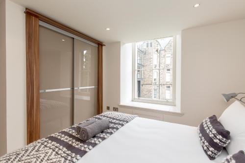 424 Stunning 2 bedroom duplex apartment by The Meadows with secure parking