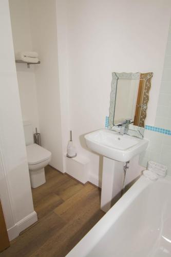 427 - Salmond Place Apartment