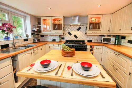 A kitchen or kitchenette at Mallard Cottage Guest House