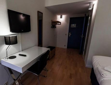 En tv och/eller ett underhållningssystem på Hotell Alfred Nobel