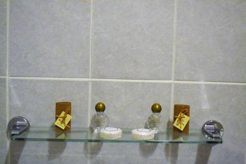 A bathroom at The Red Lion