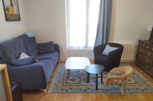 A seating area at appartement dans villa cabourgeaise